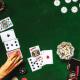 Hvordan finne de beste casino sidene online? Nordmenn spiller casino som aldri før, og det er derfor stor konkurranse mellom de forskjellige online casino sidene. Det kan derfor være litt av en tilbudsjungel å kjempe seg igjennom. Her kan du får gode råd til hvordan du finner de beste casino sidene online. Overvei dine egne ønsker og behov Før du kaster pengene dine inn på den første og beste casino siden som du kommer over, så kan det være en god ide at du overveier presis hva du er ute etter. De fleste spillere har et eller annet yndlingsspill, eller en form for spill kategori, som de ønsker å spille. Du skal derfor nærlese hvilke spill, som den aktuelle siden kan tilby, før du oppretter en spillekonto. Du skal også se på brukervennligheten på siden, det bør være en side som er oversiktlig, og som du uten problemer kan finne rundt på. Det skal selvfølgelig også være mulig med betalingsløsninger, som passer for deg. Det finnes et stort utvalg av casino på nett, men det kan med fordel være en god ide at du velger en norskspråklig side. Et norsk casino vil oftest ha betalingsløsninger som passer til norske spillere, samt at de kan tilby kundeservice på norsk. Spesielt for deg som ikke er helt stødig i engelsk, så er et norsk casino den beste løsningen. Som alltid, når du skal orientere deg på nettet, så er det en god ide å lese anmeldelser, og vurderinger fra andre spillere i jakten på de beste casino sider online. Og, husk at det er ingen regler mot at du oppretter en spillekonto på flere forskjellige sider. Et godt nett casino er brukervennlig og sikkert De beste online casino har fokus på brukervennlighet, og sikkerhet. Du skal derfor se på om et casino har spillerlisens, før du oppretter en spillekonto. Det viktigste av alt, er kanskje likevel om utvalget av spill, passer til de ønsker som du har. Et godt nett casino bør helt klart ha et stort utvalg av spillautomater. De skal helst ha en god blanding av klassiske spilleautomater, og nye innovative spilleautomate