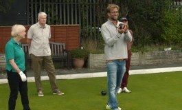 Jürgen Klopp spiller bowls med Liverpool-fans